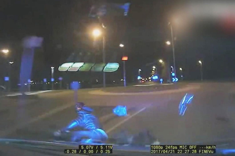 Politie beukt motorrijder onderuit